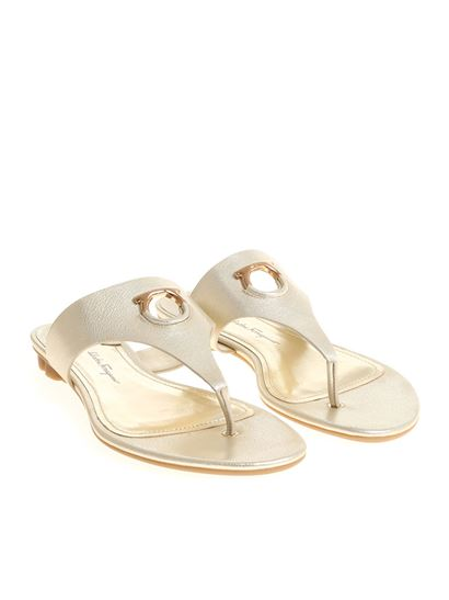 Golden Enfola flip flop sandals Salvatore Ferragamo sCySvii