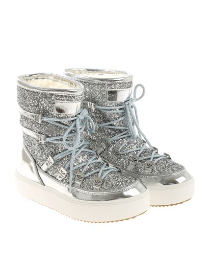 e2183101c736 Chiara Ferragni Fall Winter 18/19 silver moon boots with glitter ...