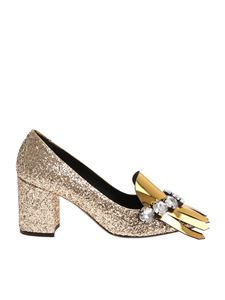 N° 21 - Glittery golden pumps with fringes