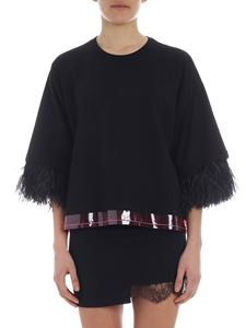 N° 21 - Black T-shirt with ostrich feathers embellishment