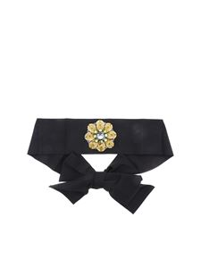 Sara Roka - Black sash with applied flower