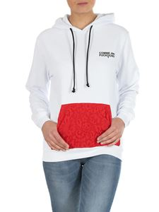 Comme des Fuckdown - White hoodie with contrasting red pocket