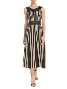 D.Exterior - Dress in black and beige with belt