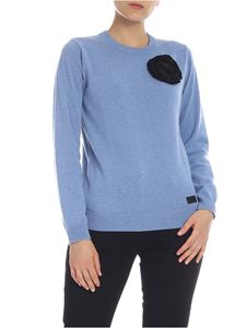 be Blumarine - Pullover in light blue with taffeta brooch