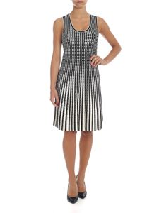 Michael Kors - Sleeveless dress in black and white with geometric pattern