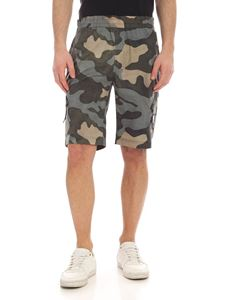 CP Company - Camouflage print swim trunks in green