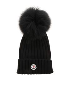 Moncler - Ribbed beanie in black