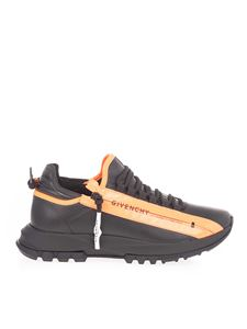Givenchy - Sneakers in black with orange detail