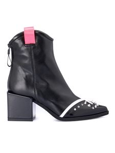 Loriblu - Studded pointy toe booties in black