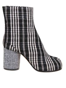Maison Margiela - Tabi ankle boots in black and white
