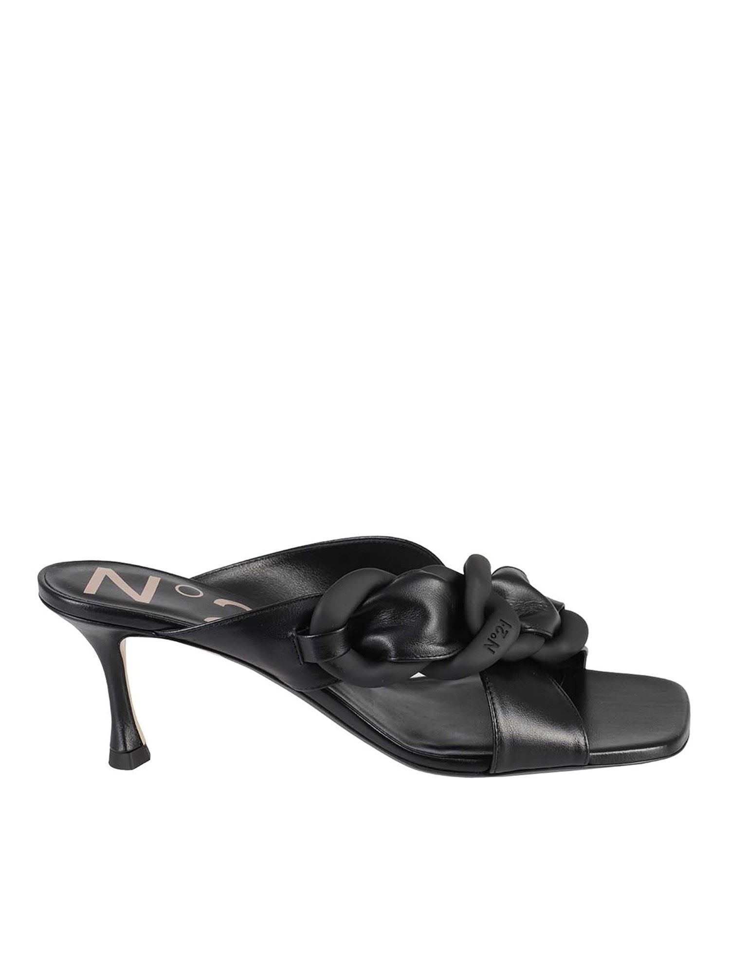 N°21 CHAIN DETAILED LEATHER SANDALS IN BLACK