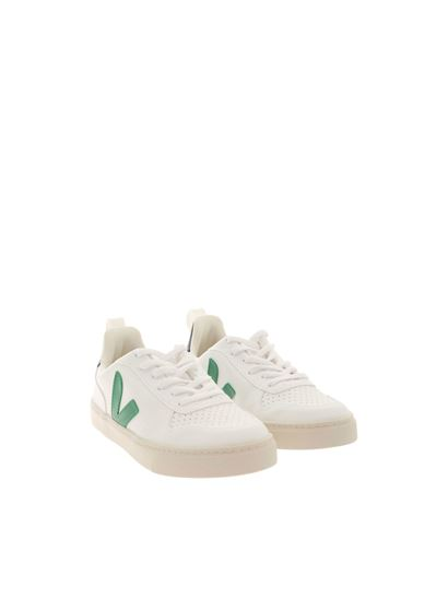 Veja - Contrasting details sneakers in white