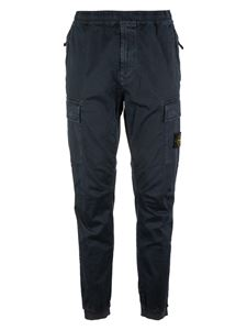 Stone Island - Logo patch cargo pants in blue