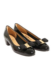 Salvatore Ferragamo - Black Vara pumps